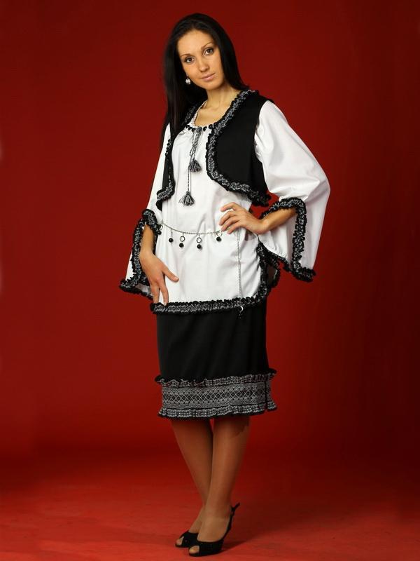 Вишитий жіночий костюм ЖК 15