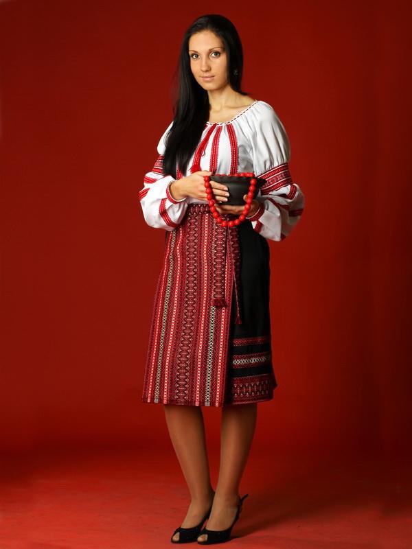 Вишитий жіночий костюм ЖК 18