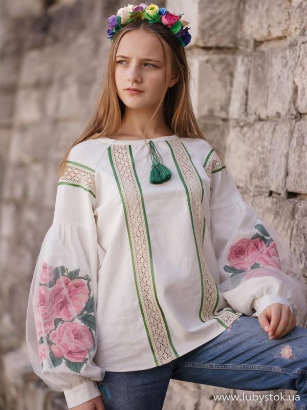 Жіноча вишиванка B-049-01