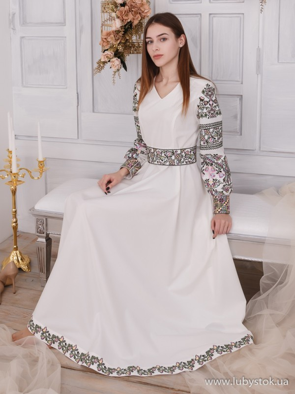 Вишита сукня D-109-01