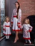 Сімейні вишиванки мама і дві дочки F-012