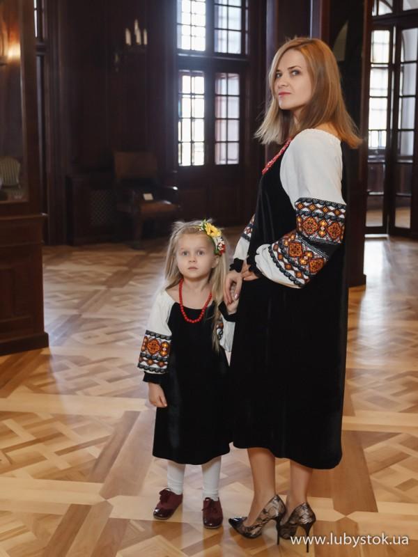Сімейні вишиванки мама і дочка F-013